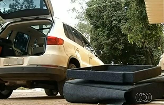 Droga estava escondida em fundo falso de VW Tiguan (Foto: Reprodução/TV Anhanguera)