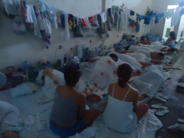 Em várias unidades, presas dormem no chão (Foto: Pastoral Carcerária)