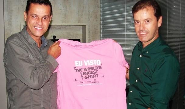 O gerente de Programação da RBS TV, Anselmo Prada, e o representante da empres Equilibrios  (Foto: RBS TV/Divulgação)