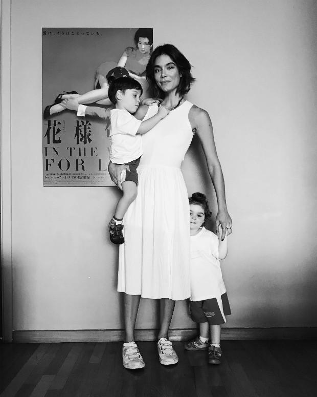 A editora-chefe Laura Ancona conta como lida com a maternidade sem o pai dos filhos no dia-a-dia (Foto: Arquivo pessoal )