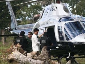 Cai helicóptero com suspeito de chacina em Goiás (Foto: Benedito Braga/Jornal Hoje/AE)