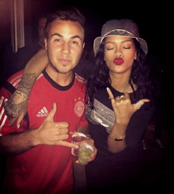 Rihanna com jogadores alemães gotze (Foto: Reprodução / Instagram)