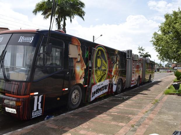 Ônibus-balada do Locoreggae (Foto: Graziela Miranda/ G1 Amapá)