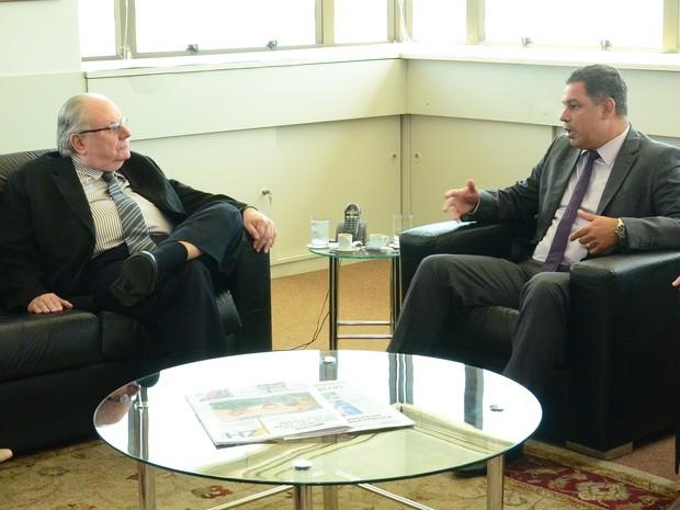 Simers entregou denúncia ao Ministério Público (Foto: PG Alves/MP-RS)