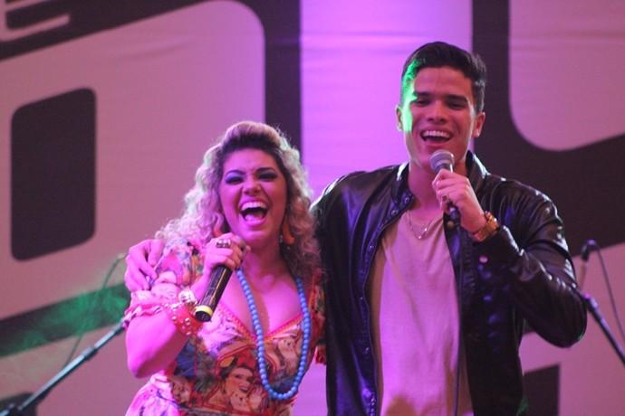 O dueto com Aila Menezes foi emocionante, mais uma vez. (Foto: Luanna Gondim / TV Verdes Mares)