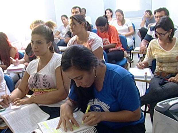 Preparação para concursos públicos está entre os cursos mais procurados (Foto: Reprodução/ TV Integração)