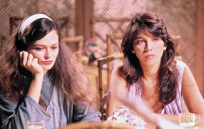 NA TV Lala e Cristina Prochaska na novela Vale tudo (1988). O primeiro casal de lésbicas da televisão brasileira (Foto: divulgação)