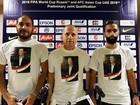 Jogadores da seleção síria de futebol usam camisas em apoio a Assad