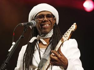 Nile Rodgers, do Chic, se apresenta no segundo dia do festival Glastonbury (Foto: Reuters)