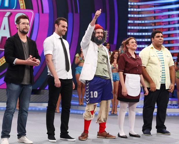 Os cinco finalistas brilham no palco do Domingão (Foto: Raphael Dias/Gshow)