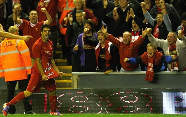 Luis Suárez homenagem Lucas Liverpool (Foto: Reuters)