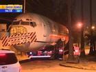 Após 40 h, avião transportado em caminhão chega a Dom Pedrito, RS