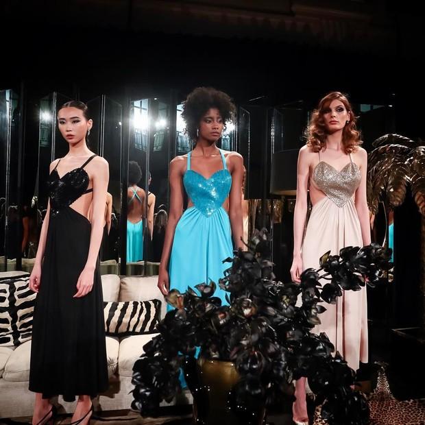 Vestido Amore foi recriado por Bianca Brandolini e Eugenie Niarchos para a coleção de 50 anos da Azzaro (Foto: Instagram/Reprodução)