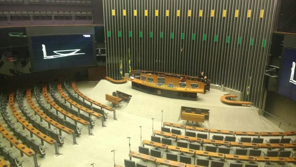 Plenário da Câmara estava vazio nesta sexta-feira (Foto: Elielton Lopes/G1)
