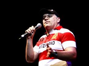 O ator Sandro Rocha, que interpreta o chefe da milícia em 'Tropa de elite 2', também participou do show (Foto: Lucíola Villela/G1)
