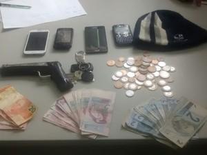 Dinheiro recuperado pela PM (Foto: Maiara Barbosa/G1)