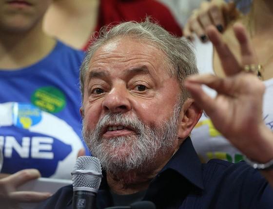 O ex-presidente Lula durante coletiva de imprensa na sexta-feira, dia 4, após ação da PF na Operação Aletheia (Foto:  EFE/LEO BARRILARI)