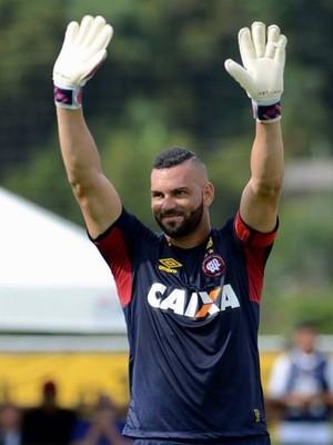 Atlético-PR; JMalucelli Goleiro Weverton (Foto: Site oficial do Atlético-PR/Gustavo Oliveira)