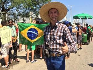 Australiano Jarud Muller, de 28 anos, reclamou do calor, mas mesmo assim se disse entusiasmado com a maratona de shows (Foto: Matheus Rodrigues / G1)
