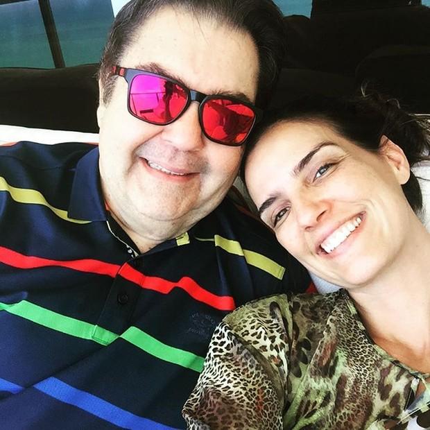 Fausto Silva com a esposa, Luciana Cardoso (Foto: Reprodução / Instagram)