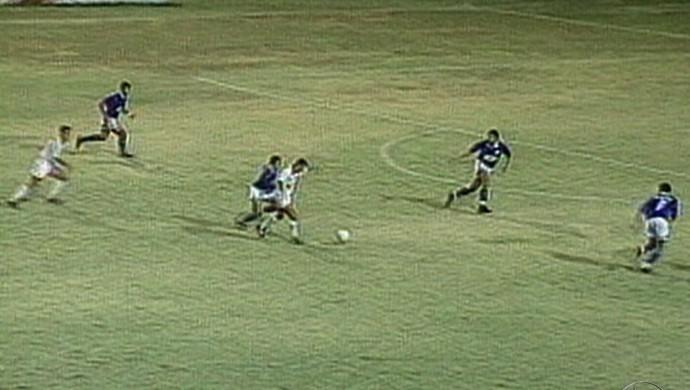 Clássico entre Sergipe e Confiança decisivo no estadual de 1995 (Foto: Reprodução/TV Sergipe)