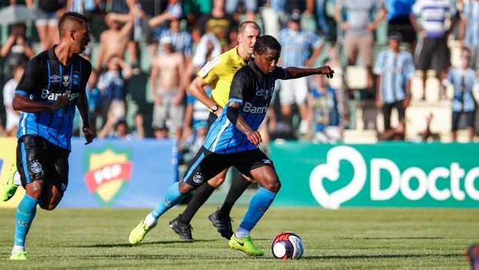 Bolaños marca contra o Cruzeiro-RS (Foto: Lucas Uebel / Grêmio, DVG)