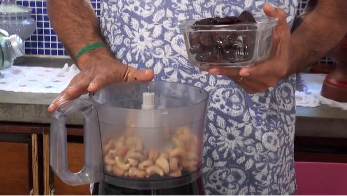 Massa é feita de castanha e tâmara; recheio de abacate deixa o prato mais doce (Foto: TV Bahia)