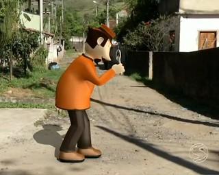 O inspetor Zé do Bairro foi até o Distrito de Valença (Foto: RJTV 1ª Edição)