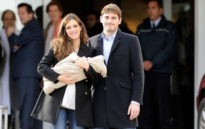 Casillas e a esposa com o novo filho (Foto: Getty Images)