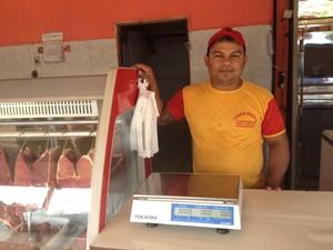 Marcos Carvalho Viana, proprietário de um açougue no bairro Brasil Novo (Foto: Jéssica Alves/G1)
