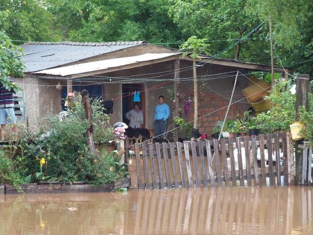 Nível do Guaíba subiu e já inunda ilhas de Porto Alegre (Foto: João Laud/RBS TV)