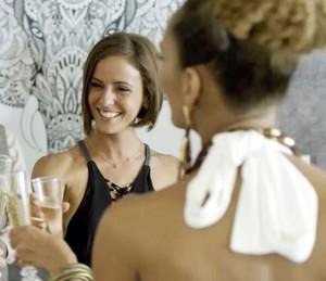 Andrea vende mansão para Michele (Foto: TV Globo)