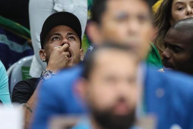 Neymar e Rafael Zulu assistindo volei (Foto: William Volcov/BBP/AgNews)