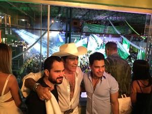 Zezé e Luciano ao lado de Elymar Santos, na quadra da Imperatriz (Foto: Fábio Fabato / Arquivo Pessoal)