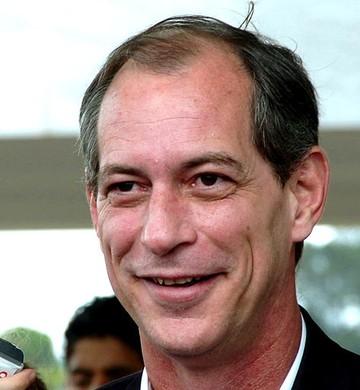 Carlos Lupi anuncia que Ciro Gomes será pré-candidato à Presidência em 2018