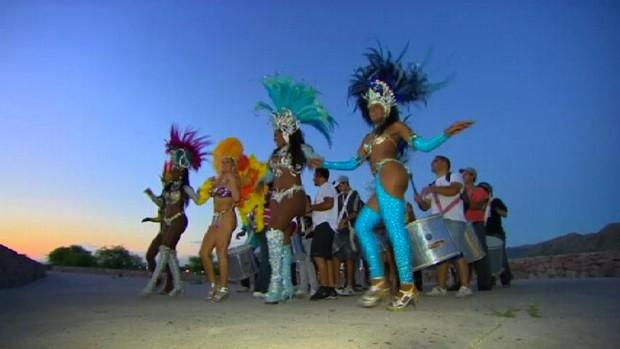 Folia brasileira aquece a economia portenha no ritmo do samba. (Foto: Reprodução/TV Vanguarda)