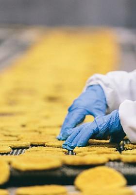 Produção a todo o vapor em Osasco (SP): os processados já respondem por 60% da receita da Seara (Foto: Alexandre Severo)
