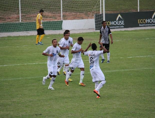 Guto comemora o primeiro gol do ABC na vitória sobre o Ceará (Foto: Gabriel Peres/Divulgação)