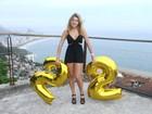 Carolina Oliveira ganha festa de aniversário do Morro do Vidigal