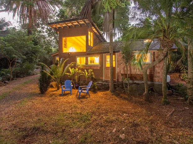 Casa em que o guitarrista americano Jimi Hendrix teria passado uma temporada no Havaí está no Airbnb (Foto: Reprodução/Airbnb)