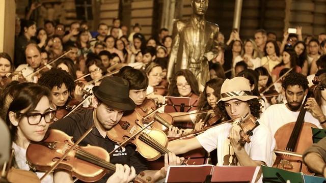 Orquestra na Rua se apresenta durante Festival Santos Café (Foto: Kennedy Lui)