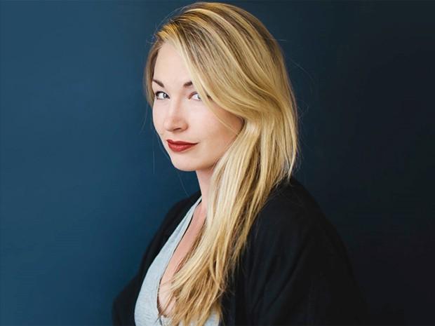 A fotógrafa norte-americana Helena Price, que virou meme por ter nome da personagem de Manoel Carlos em seu perfil no Twitter (Foto: Arquivo pessoal/Nina Westervelt)
