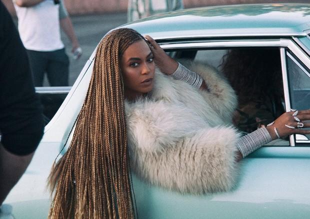 """Beyoncé no clipe de """"Formation"""" (Foto: Reprodução)"""