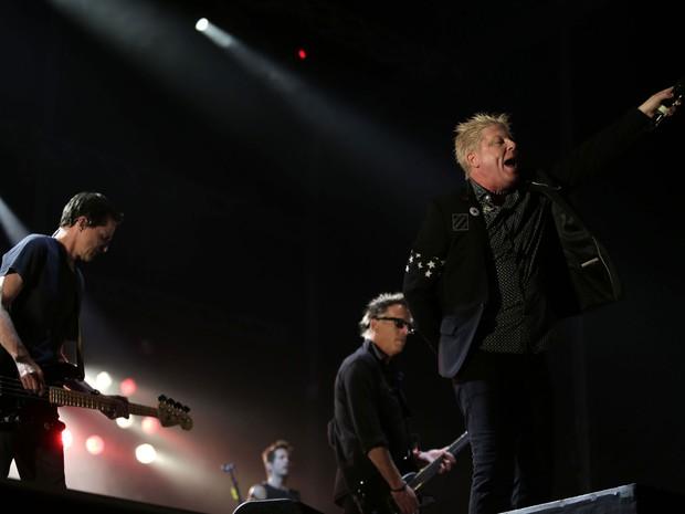 Integrantes do Offspring fazem show diante de multidão no Palco Mundo (Foto: Wilton Junior/Estadão Conteúdo)