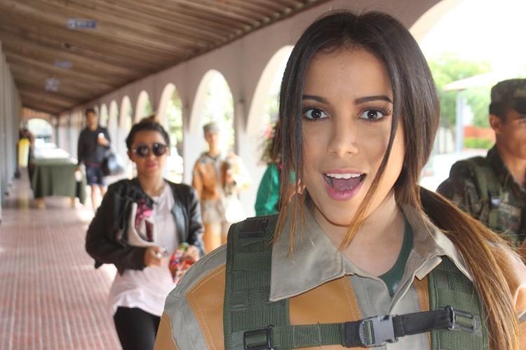 Anitta preparada! (Foto: Exército Brasileiro)