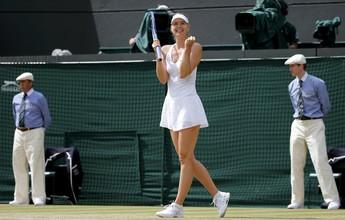 Sharapova demonstra força, derrota cazaque e avança às quartas de final