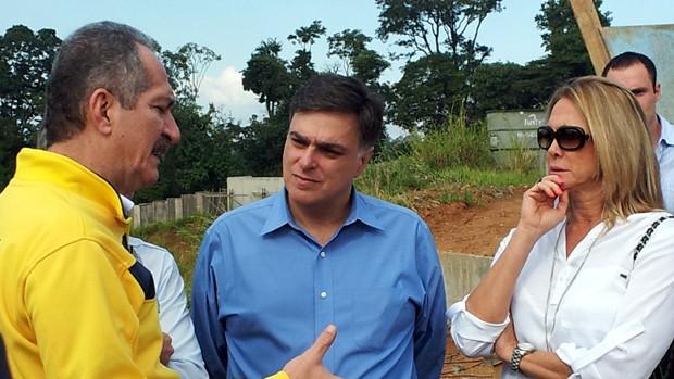 Aldo Rebelo conversa com Pedro Serafim e Hortência (Foto: Murilo Borges / Globoesporte.com)