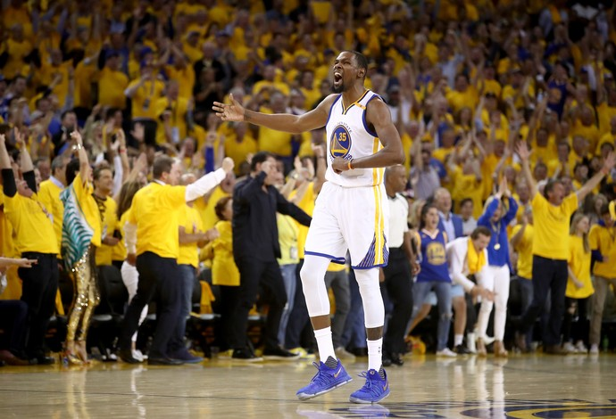 Kevin Durant comemora durante o jogo 5 entre Golden State Warriors e Cleveland Cavaliers (Foto: Getty Images)