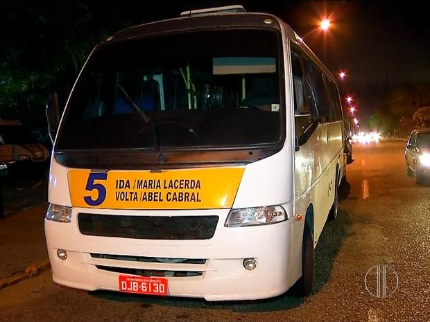 Veículo assaltado na Br-101, em Parnamirim, RN, faz a linha 5 (Foto: Reprodução/Inter TV Cabugi)