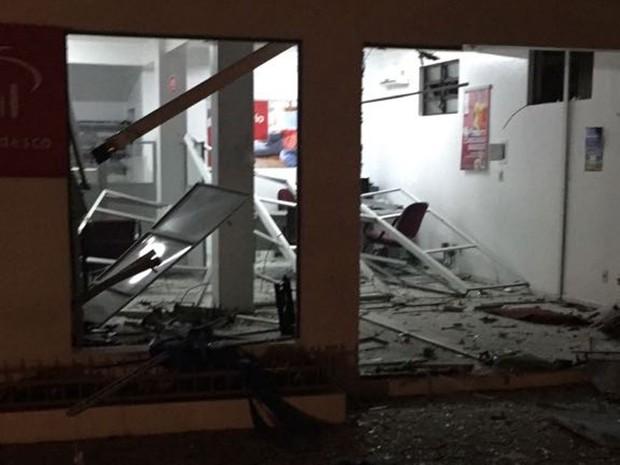 Caixa eletrônico da agência do Bradesco também foi destruída em Salto Veloso (Foto: José Canônica/Divulgação)